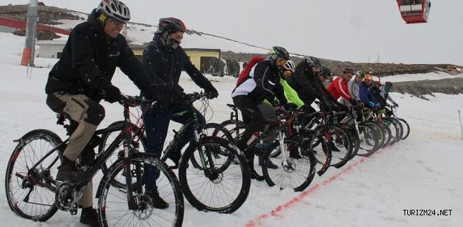 Bisiklet tutkunları Erciyes'te kar üzerinde meydan okuyacak!