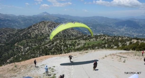 Denizli Çameli'de  paraşüt uçuşları denemeleri yapıldı