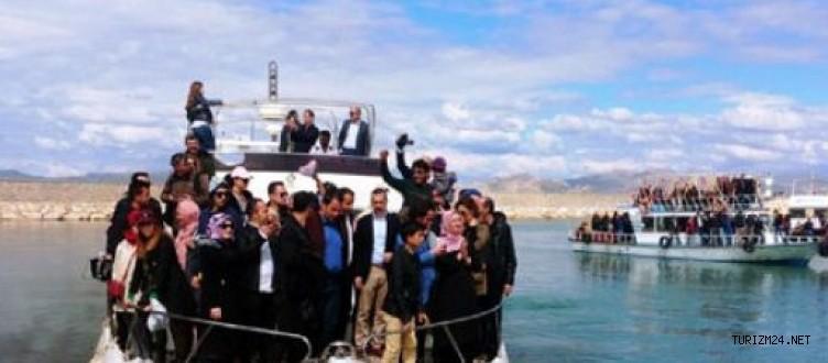 İranlı turistlere ücretsiz tekne turu